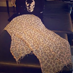 Aritzia- Wilfred-Leopard fashion scarf. 100%wool